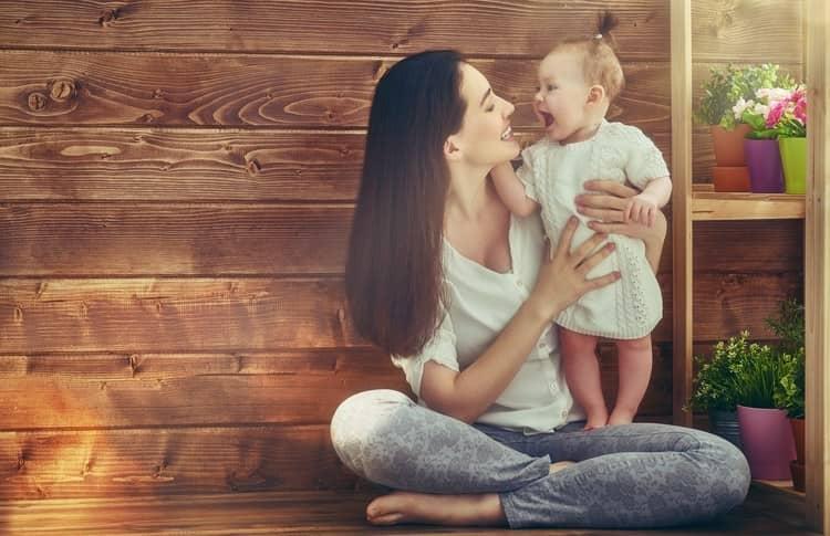 В первую очередь надо постараться понять малыша и окружить его вниманием, любовью и заботой, тогда и кризис пройдет легче.