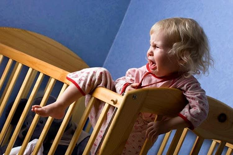 посмотрите календарь кризисов у ребенка до года.