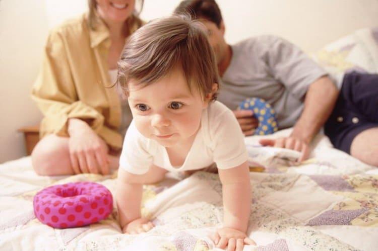 Кризисы развития ребенка до года связаны непосредственно с развитием его новых навыков и умений и, конечно же, желаний.
