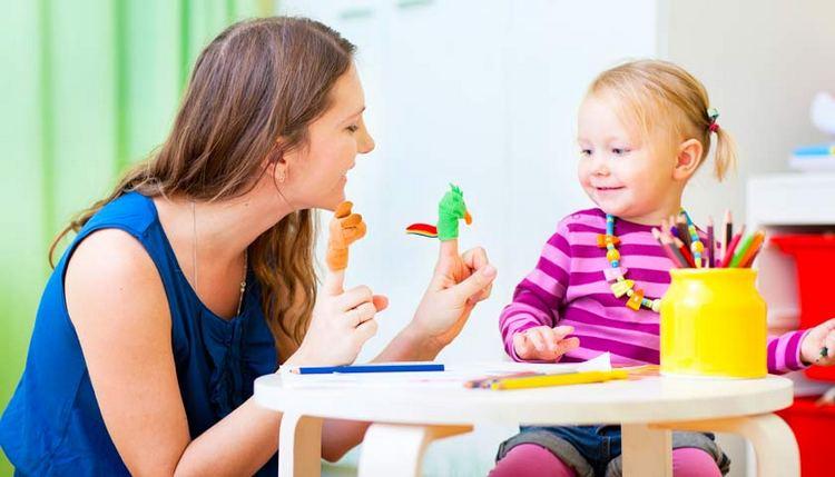 У вас всегда должна быть на подхвате игрушка или что -то подобное, чем малыша можно отвлечь в случае приближения истерики.