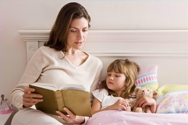 Справить с детскими страхами помогут своеобразные ритуалы и родительская поддержка.