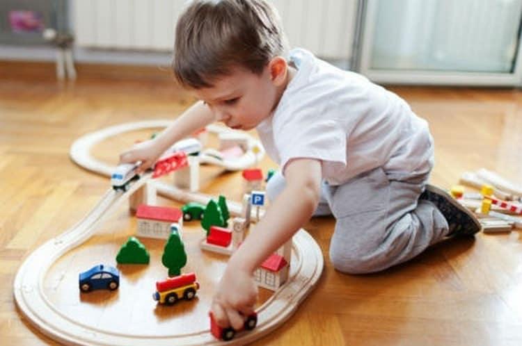 В погоне за успеваемостью и развитием важно понимать, что ребенку в 5 лет все еще очень нужны игры.