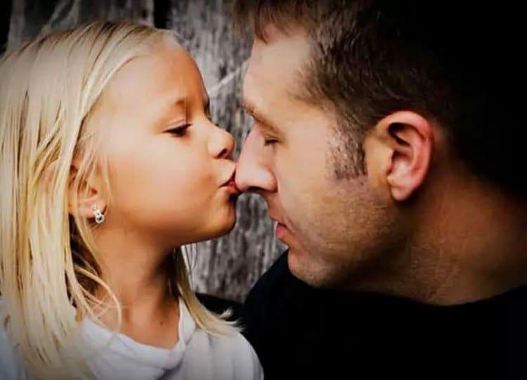 Не забывайте: преодолеть такой кризис 5-летнему ребенку поможет забота и внимание родителей.