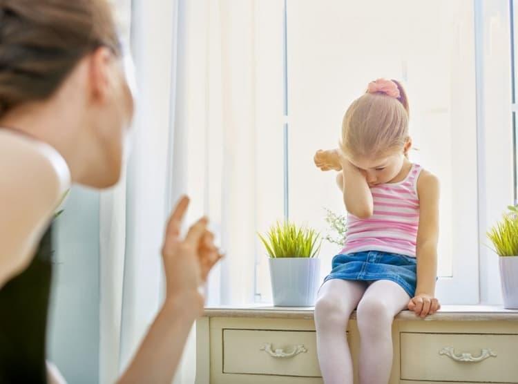 """Ни в коем случае не оскорбляйте ребенка, это только спровоцирует последующие """"приступы"""" лжи."""
