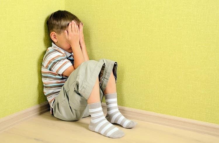 Очень важно уважительно относиться в 5-летнему ребенку и не оскорблять его, так как можно нечаянно сформировать у малыша постоянное чувство вины.