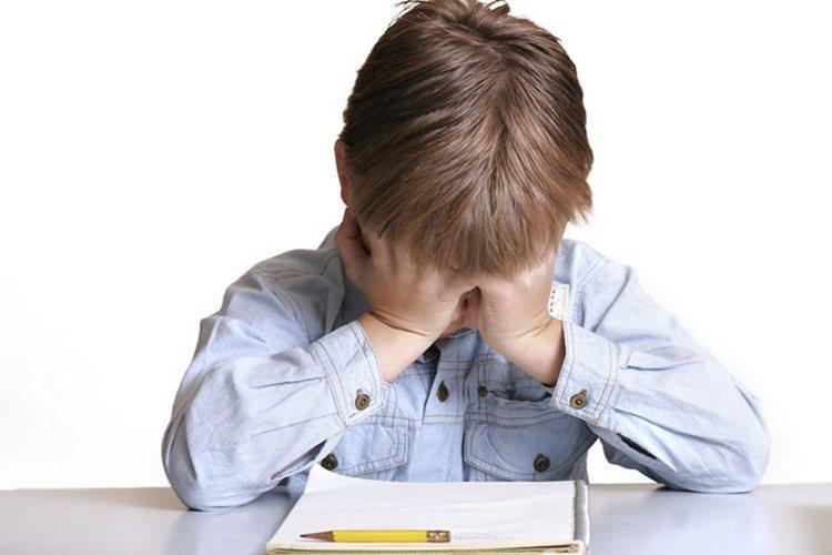 Кризис 7 лет у ребенка это звестное явление в возрастной психологии, напрямую связанное не только с физическим развитием малыша, но и с новыми для него социальными ролями.