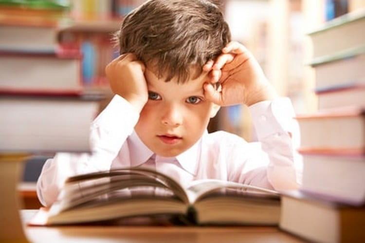 Кризис 6-7 лет у детей связан с походом в школу и полным изменением социального статуса малыша.