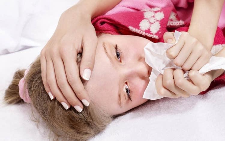 Общее самочувствие у ребенка плохое, ощущается боль и ломота в теле,может даже быть кашель.