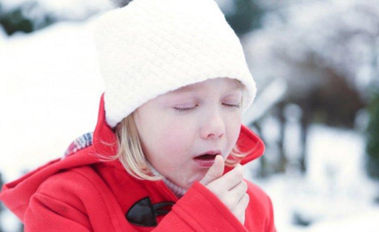 Кашель лаем у ребенка обычно сигнализирует о достаточно серьезном заболевании.