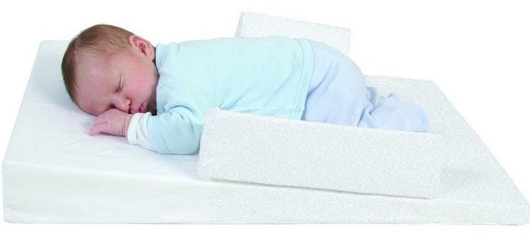 Как правильно выбрать матрас в кроватку для новорожденных