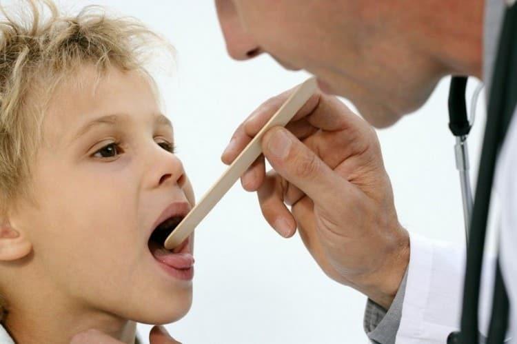 Учитывая симптомы инфекционного мононуклеоза у детей, врач назначит определенное лечение.