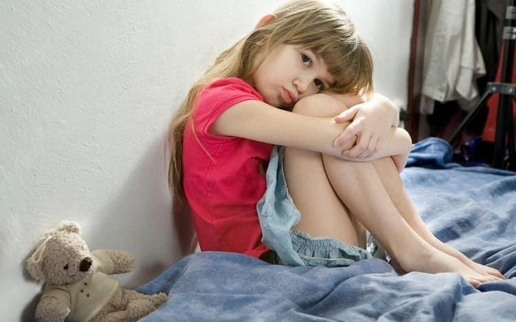 Частые последствия мононуклеоза у детей это хроническая усталость, которой взрослые могут не придать надлежащего значения.