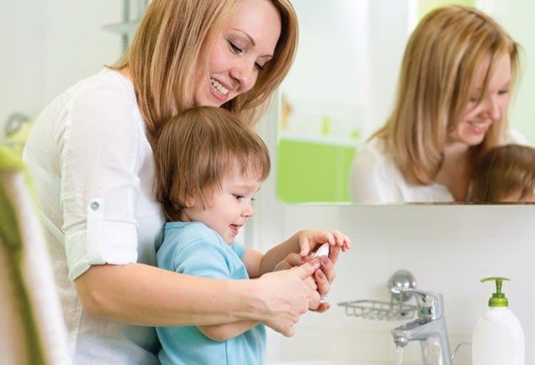 В целях профилактики важно приучить ребенка соблюдать личную гигиену.