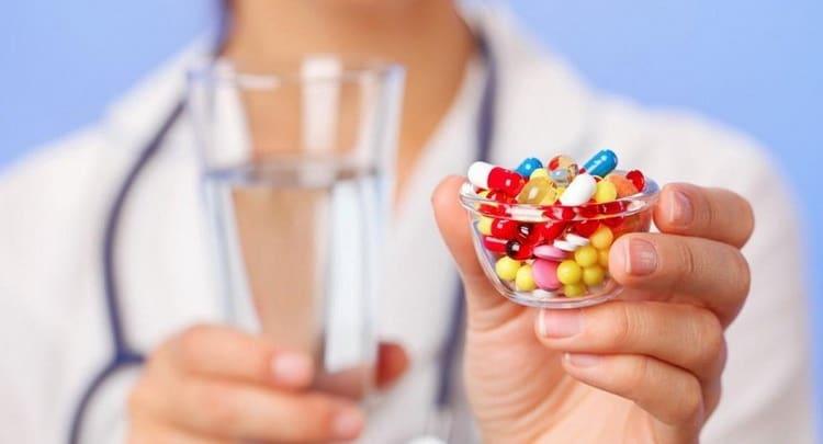 Можно ли принимать антибиотики одновременно с противовирусными препаратами