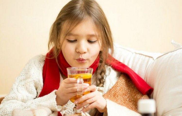 Лечение кашля у детей народными средствами допустимо только у деток постарше.