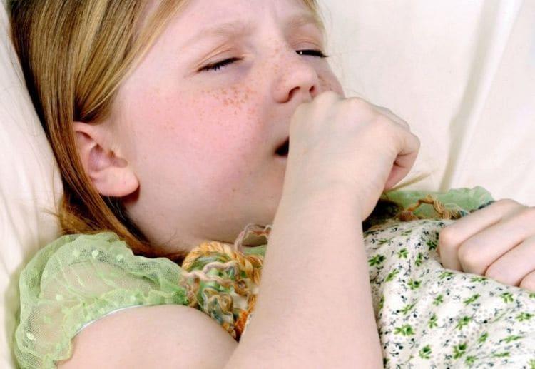 нередко народные средства хорошо помогают от кашля у детей.