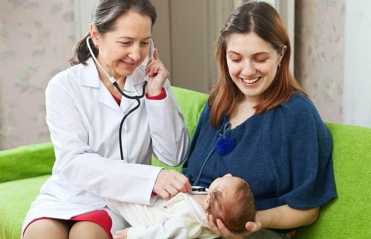 Если ребенок чувствует себя хорошо, а его рефлексы и общее состояние в норме, маму с ним выпишут из роддома в срок.