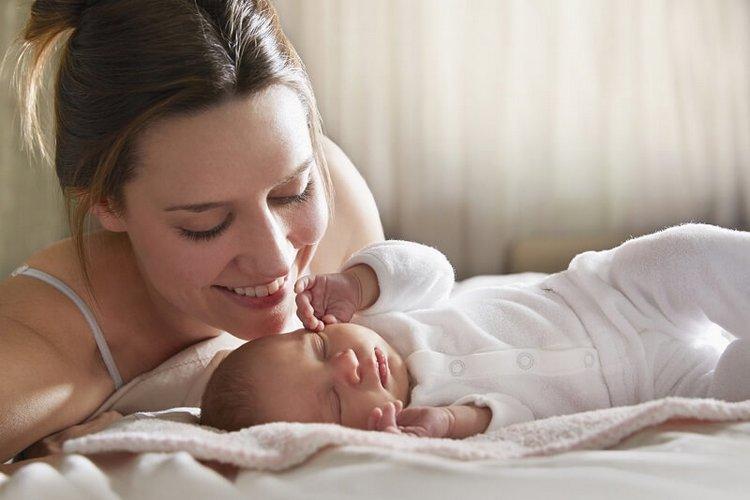 Чрезвычайно важно окружить малыша заботой и лаской.