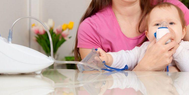 Для лечения сейчас, помимо антибиотиков, часто используют небулайзер.
