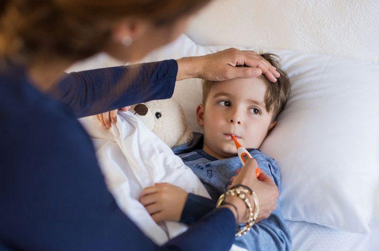 Среди признаков пневмонии у ребенка моет наблюдаться высокая температура, которая не проходит даже на 3-41 день заболевания.