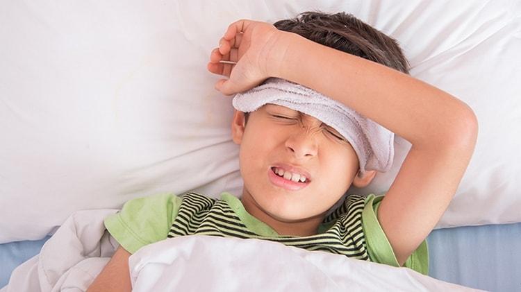 Узнайте также, какие симптомы пневмонии у детей без температуры.