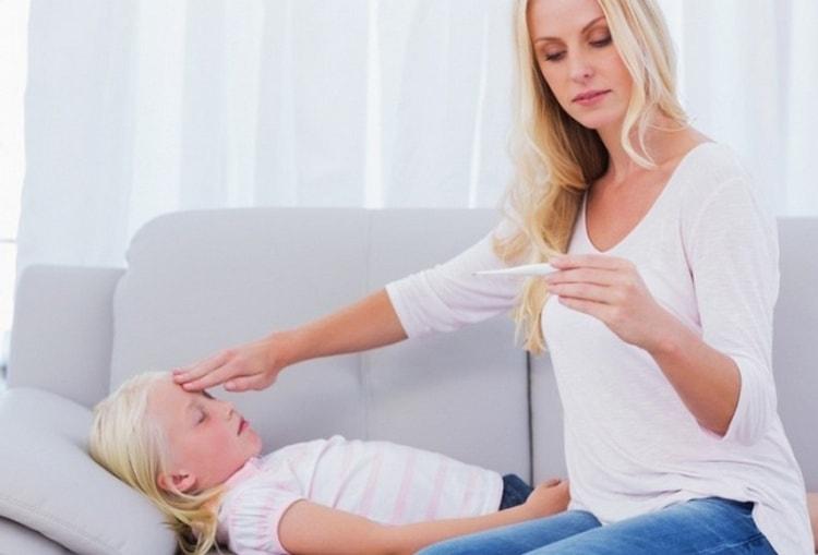 острая пневмония у детей начинается очень резко и обычно сопровождается очень высокой температурой.