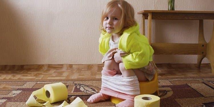 Диарея у ребенка может иметь как самые обыденные причины, так и опасные, сродни вирусной инфекции.