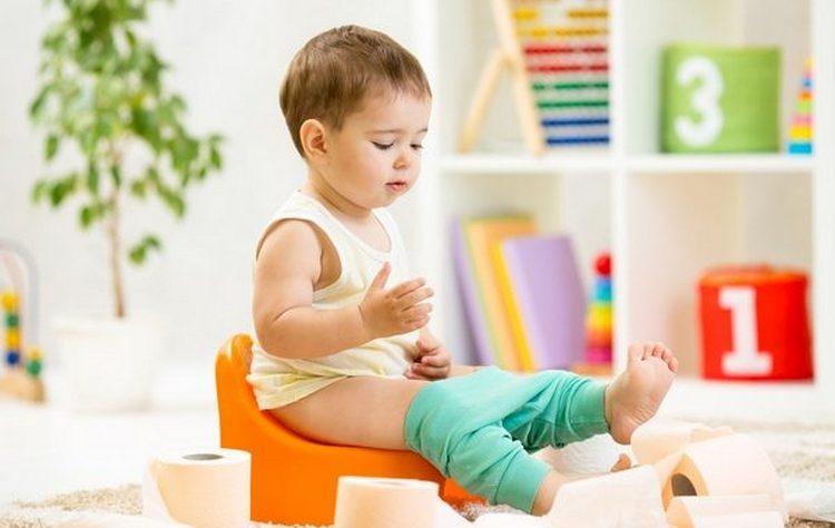 То, что дать ребенку от поноса, зависит от причин, его вызвавших.