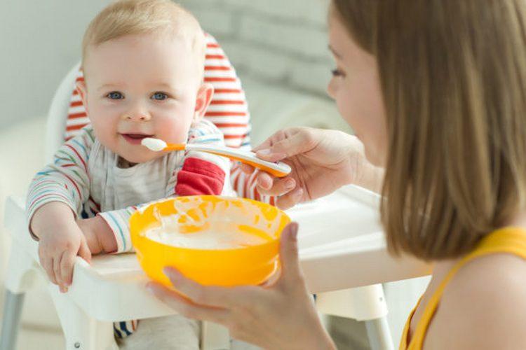 Важно хорошо кормить малыша в плане попадания в его организма необходимого количества кальция и витаминов.