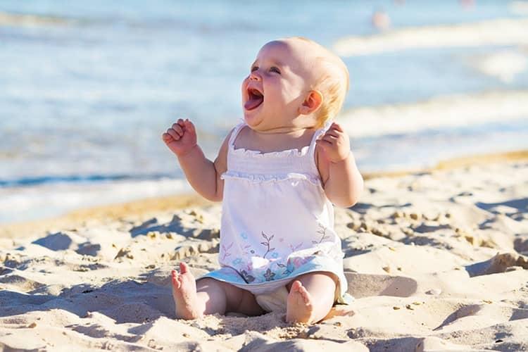 Профилактика рахита у детей должна включать также достаточное количество времени, проводимое на солнышке.