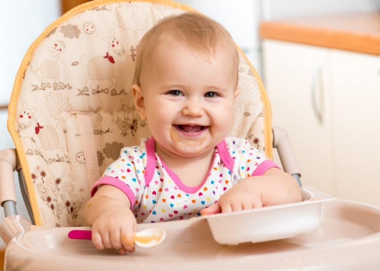 В рационе малыша присутствуют уже очень многие продукты.