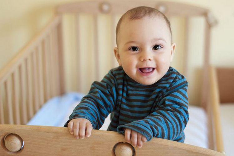 При соблюдении режима малышу будет проще утром просыпаться, он чаще будет засыпать в нужное время без капризов.