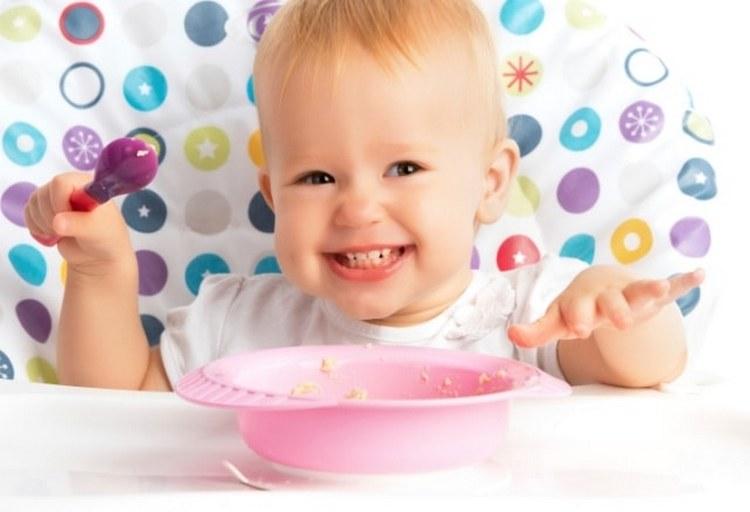 Режим питания ребенка в 11 месяцев все еще остается 5-разовым.