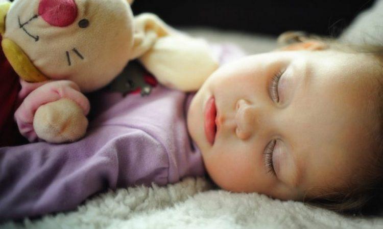 перед сном не надо играть в слишком активные игры, чтобы малыш не перевозбудился.