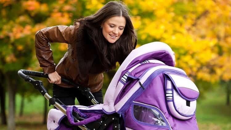 Очень важно достаточное количество времени проводить с малышом на свежем воздухе.