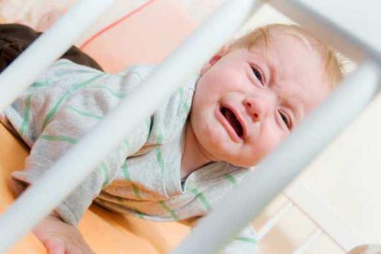 Несоблюдение режима нередко приводит к капризности ребенка и переутомлению.