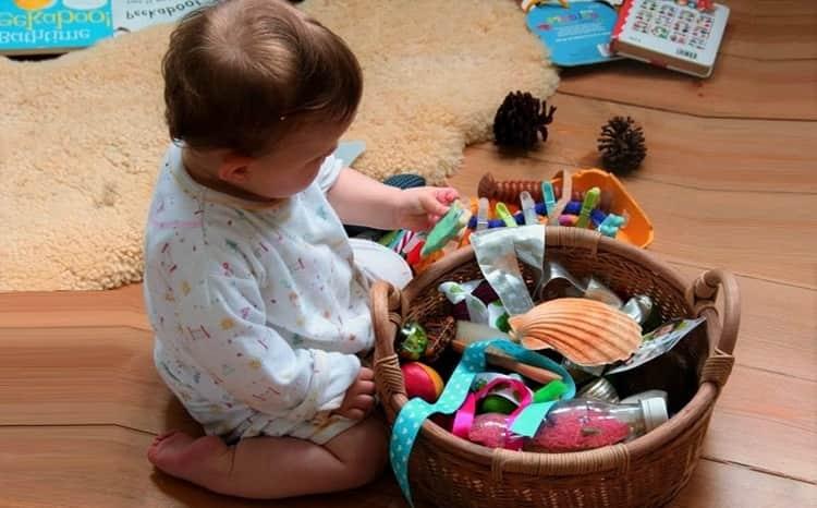 Очень важно во время бодрствования занять малыша интересной игрой, чтобы он развивался, но не переутомлялся.