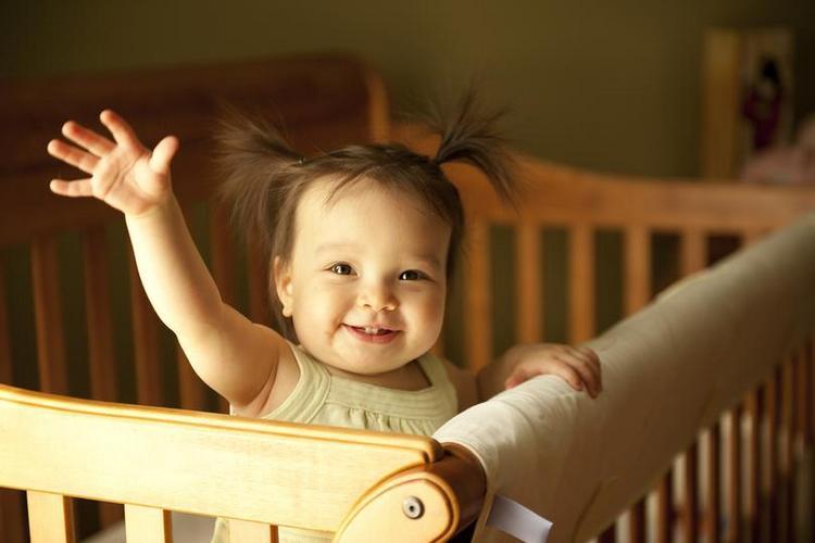 Очень важно в этом возрасте не давать малышу перевозбуждаться, так как он просто-напросто будет долго и утомительно засыпать.