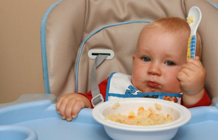 Даже если вы не соблюдаете режим дня, малыш все равно будет охотно кушать, играть и засыпать, когда ему захочется, главное, чтобы он не переутомлялся.