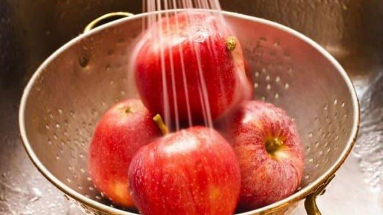 В целях профилактики важно приучить ребенка к личной гигиене, мыть овощи и фрукты перед употреблением в пищу.