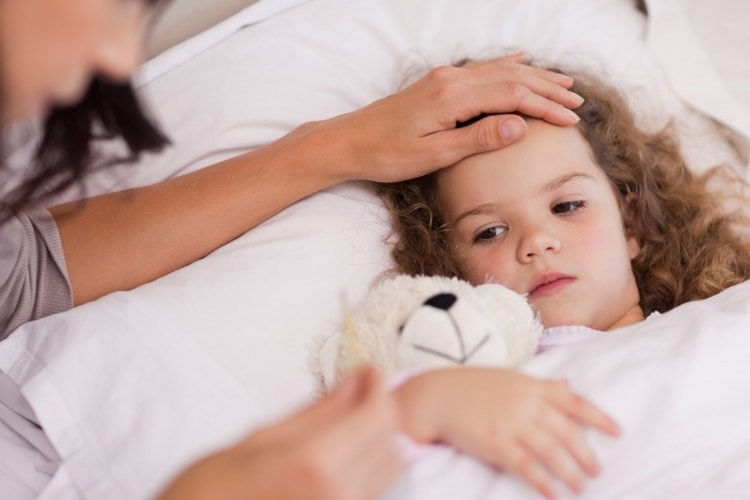Поговорим о том, чем лечить понос, рвоту и температуру у ребенка.