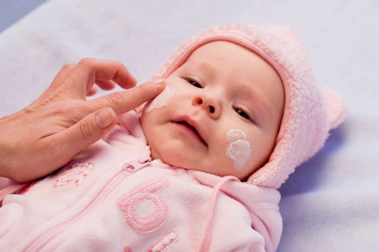 Можно также использовать специальные детские кремы.