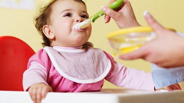 Важно обеспечить малышку надлежащее питание в этот период, поддержать его иммунитет.