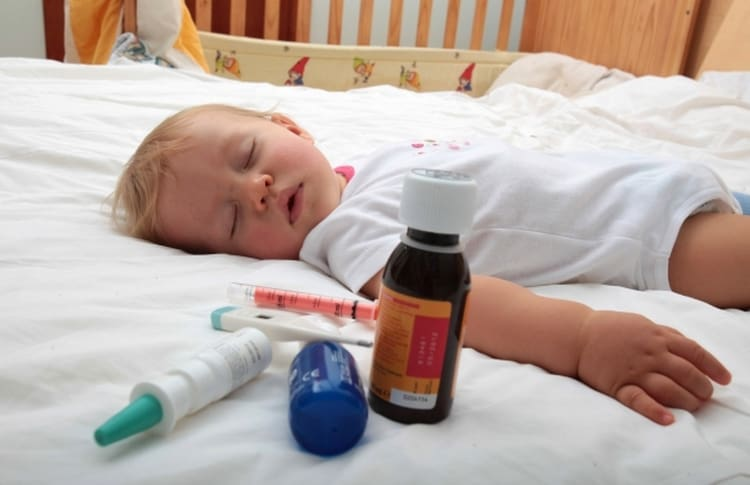 очень опасным симптомом будет слизь в стуле и температура, ведь они могут свидетельствовать о ротавирусной инфекции.