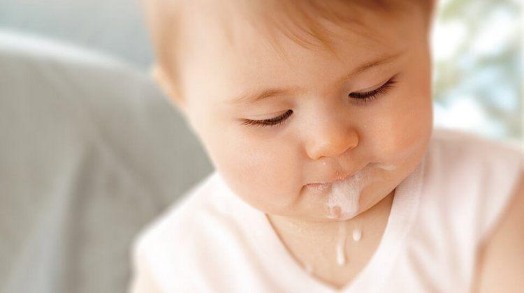 по мере роста ребенка срыгивания сойдут на нет.