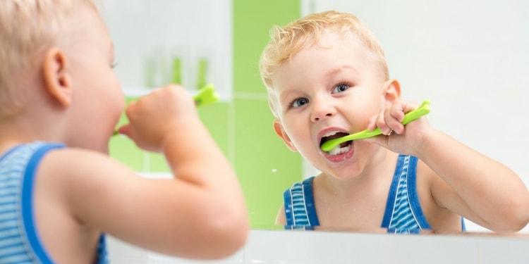 очень важно приучить ребенка соблюдать гигиену ротовой полости.