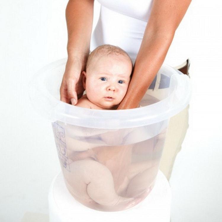 Нужная температура для купания новорожденного ребенка в ванночке