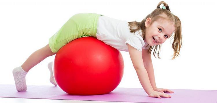 зарядка для малышей всегда должна быть веселой, чтобы ребенку хотелось делать упражанения.
