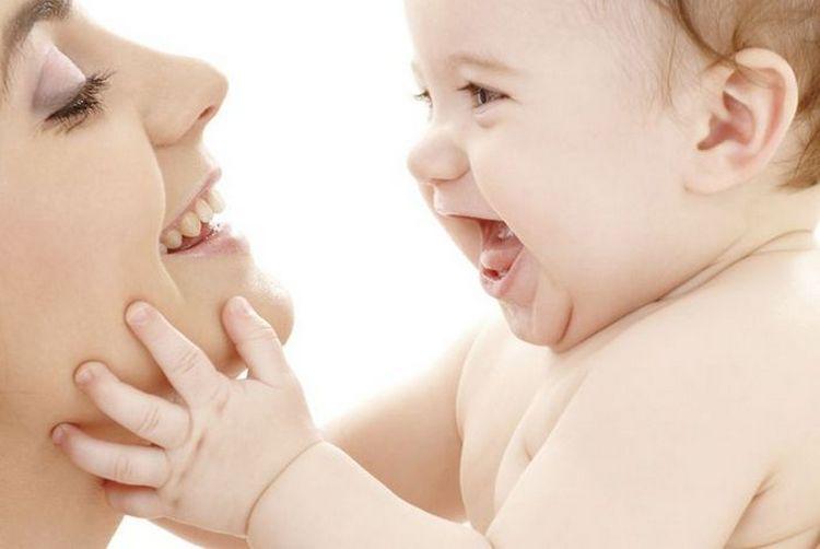 Уже в полгода ребенок видит достаточно хорошо.