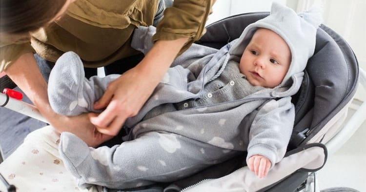 При каких условиях и когда можно гулять с новорожденным на улице, а когда следует воздержаться от прогулок